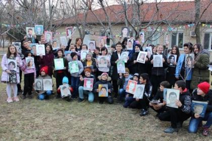 В декабре воспитанники филиалов ассоциации SOS Детские деревни Узбекистана в городах Ташкент, Самарканд и в Хорезмской области получили посылку из США в которой были их портреты!